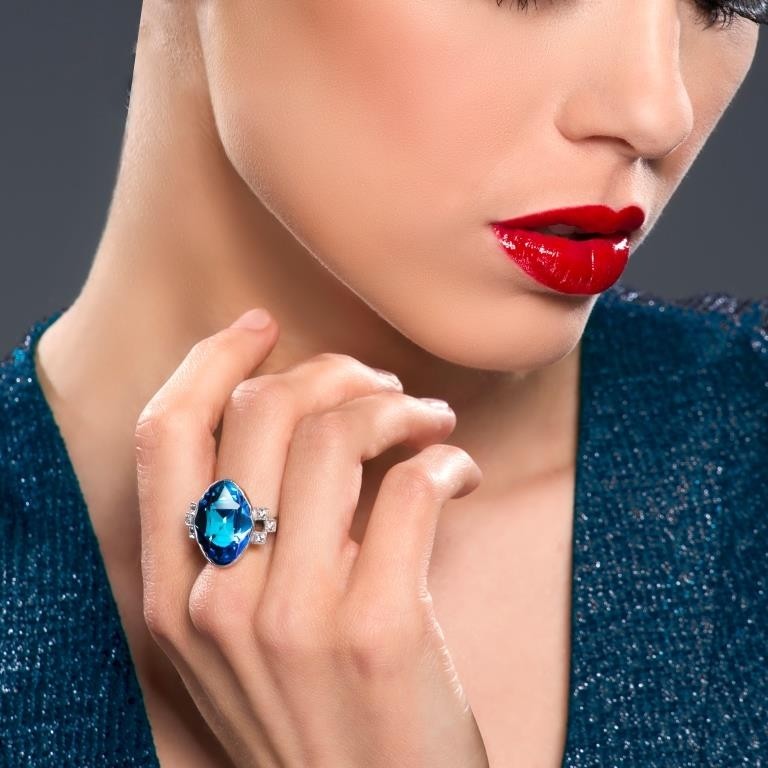 Rings with cubic zirconia